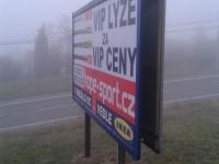 2015-11-09-Chironova-Brno-Kohoutovice-CHÚ-billboard-nelegální-06