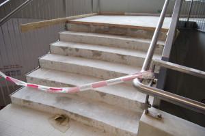 Tyto schody skutečně nápravu potřebovaly. Velmi často zde díky nevhodné dlažbě docházelo k úrazům.