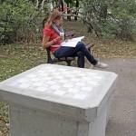 Lidé si v centru Brna zahrají šachy na nových stolcích