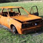 Výzva k odstranění vraku vozidla – Mazda vínové barvy 9S7 9132