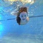 """Mami, tati, nauč mě plavat!"""